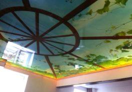 Установка натяжного потолка в коттедже 50 м²