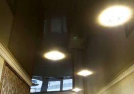 Установка натяжного потолка на кухне-коридоре в Мытищах 20 м²