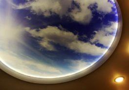 Двухуровневый натяжной потолок со звёздным небом и подсветкой