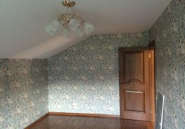 Тканевый натяжной потолок для мансарды