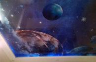 Потолок звёздное небо и планеты в гостиной
